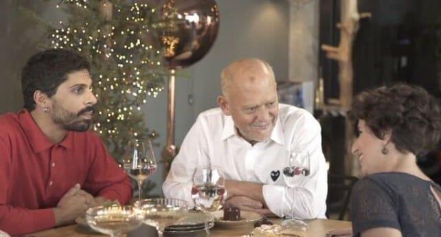 Γλυκές Αλχημείες - Στολίζοντας το χριστουγεννιάτικο δέντρο